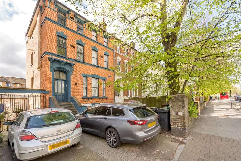 3 Bedrooms Apartment Flat for sale in Kenninghall Road, Clapton, Hackney, London, E5