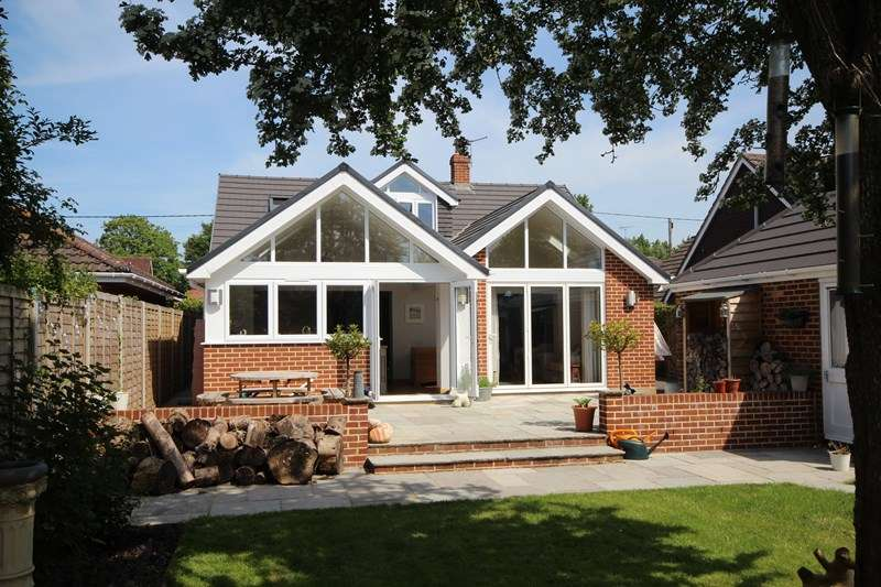 3 Bedrooms Chalet House for sale in Northfield Road, Ringwood