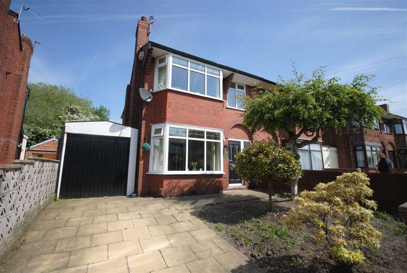 4 Bedrooms Semi Detached House for sale in Lessingham Avenue, Wigan