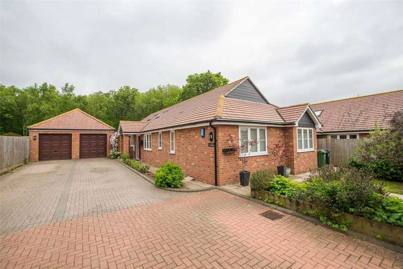 4 Bedrooms Detached Bungalow for sale in The Brambles, Maidstone, Kent, ME17
