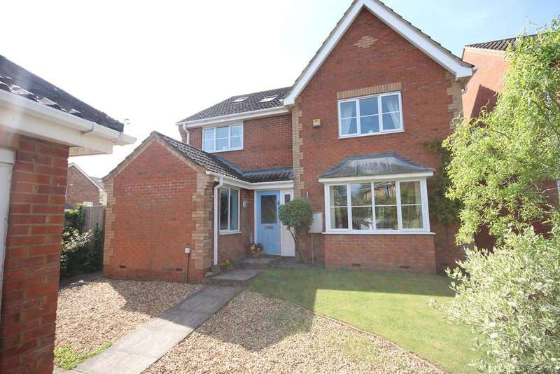 4 Bedrooms Detached House for sale in Priory Gate, Shefford, SG17