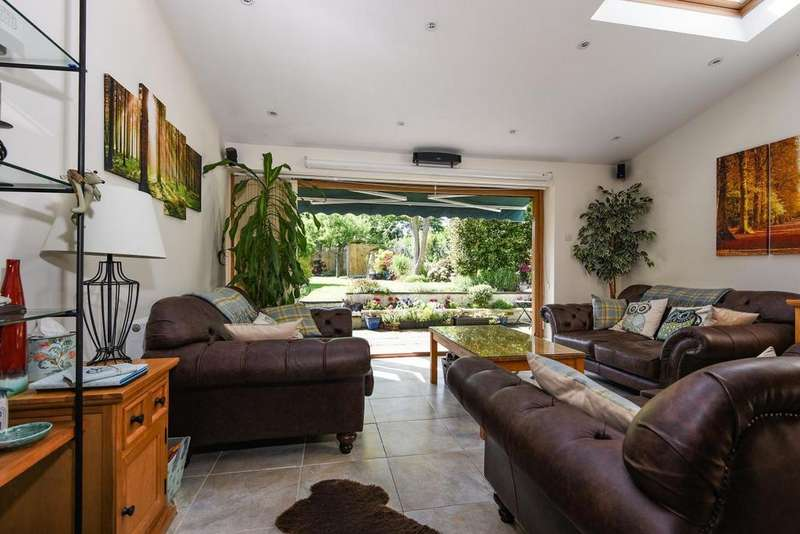 3 Bedrooms Detached House for sale in Eaglesfield Road, Shooters Hill