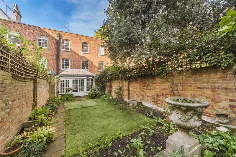 4 Bedrooms Terraced House for sale in Cadogan Lane, SW1X