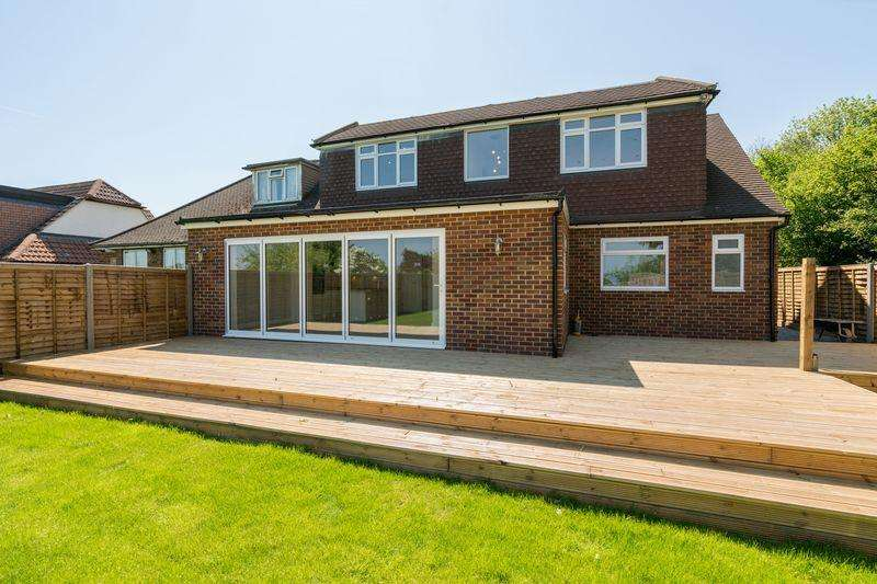 4 Bedrooms Bungalow for sale in Chaul End Road, Caddington