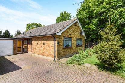 3 Bedrooms Bungalow for sale in Basildon, Essex, United Kingdom