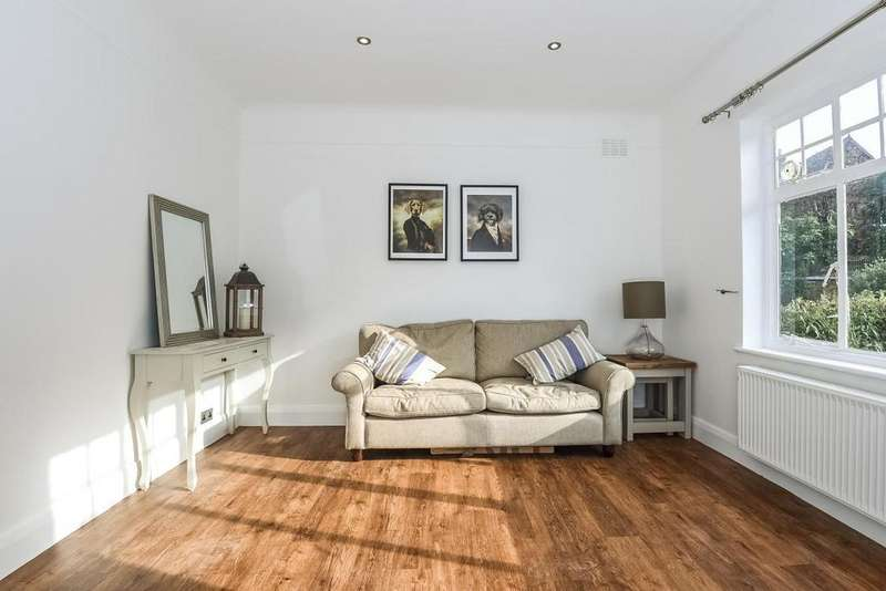 2 Bedrooms Flat for sale in Bramshill Gardens, Dartmouth Park