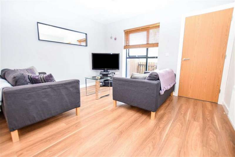 3 Bedrooms Town House for sale in Cooke Place, Salford Quays, Greater Manchester, M5