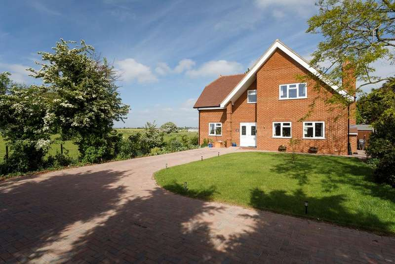 3 Bedrooms Detached House for sale in Dymchurch Road, St Marys Bay, Romney Marsh, TN29