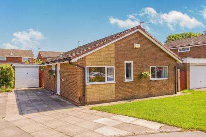 3 Bedrooms Bungalow for sale in Corncroft, Penwortham, Preston, Lancashire, PR1