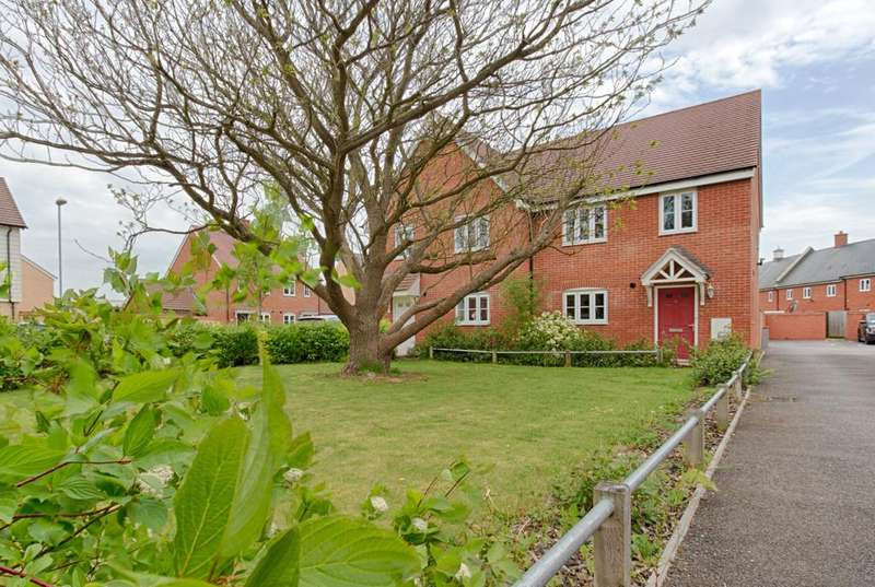 3 Bedrooms Semi Detached House for sale in Trowel Place, Colchester