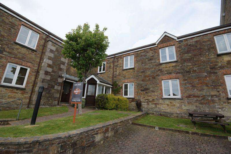 2 Bedrooms Apartment Flat for sale in Castle Hill Court, Bodmin