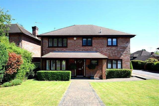4 Bedrooms Detached House for sale in Five Acres, Kings Langley