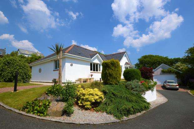 3 Bedrooms Detached Bungalow for sale in Rosemary Close, Wotter, Plymouth