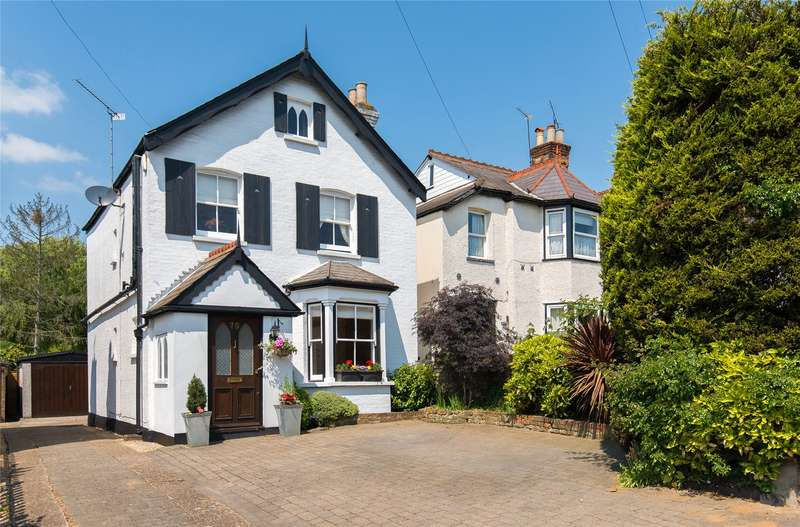 3 Bedrooms Detached House for sale in Church Hill, Loughton, Essex, IG10