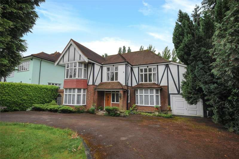 5 Bedrooms Detached House for sale in Meadow Way, Chigwell, Essex, IG7