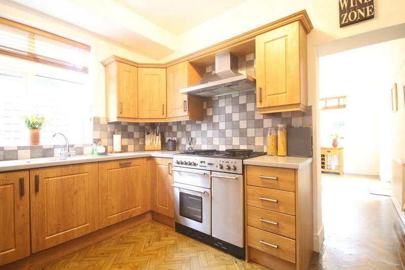 5 Bedrooms Semi Detached House for rent in Orchard Road, Bromley