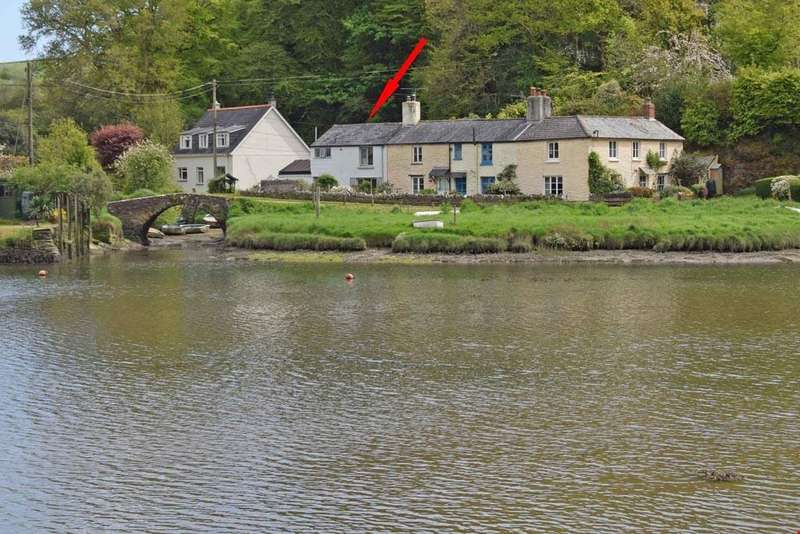 2 Bedrooms Semi Detached House for sale in Lerryn, Nr. Lostwithiel, Cornwall, PL22