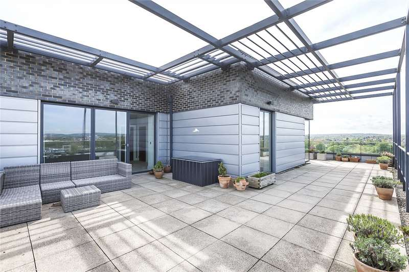 3 Bedrooms Flat for sale in Wallace Court, 42 Tizzard Grove, London, SE3