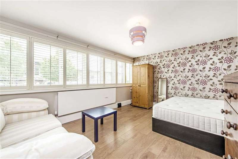 2 Bedrooms Flat for sale in McCarthy Court, London, SW11