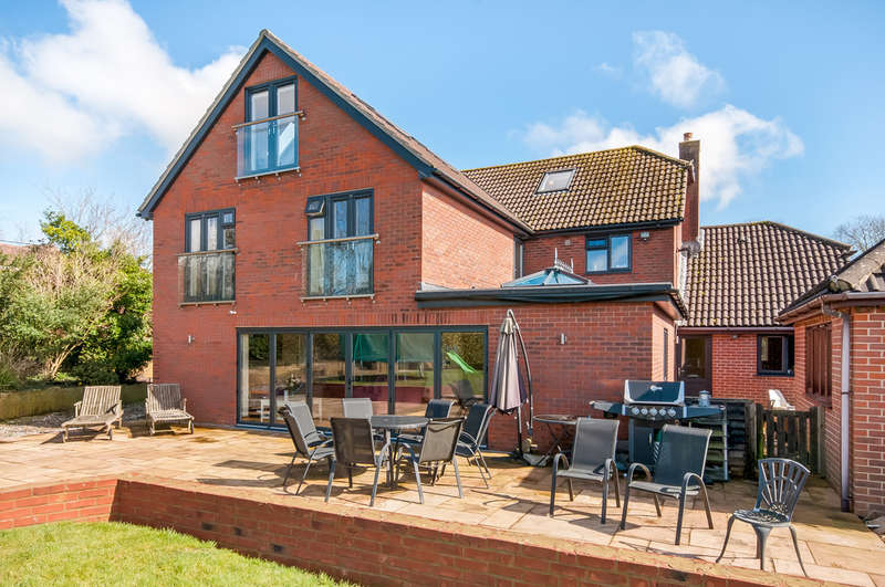 6 Bedrooms Detached House for sale in Fareham, Hampshire