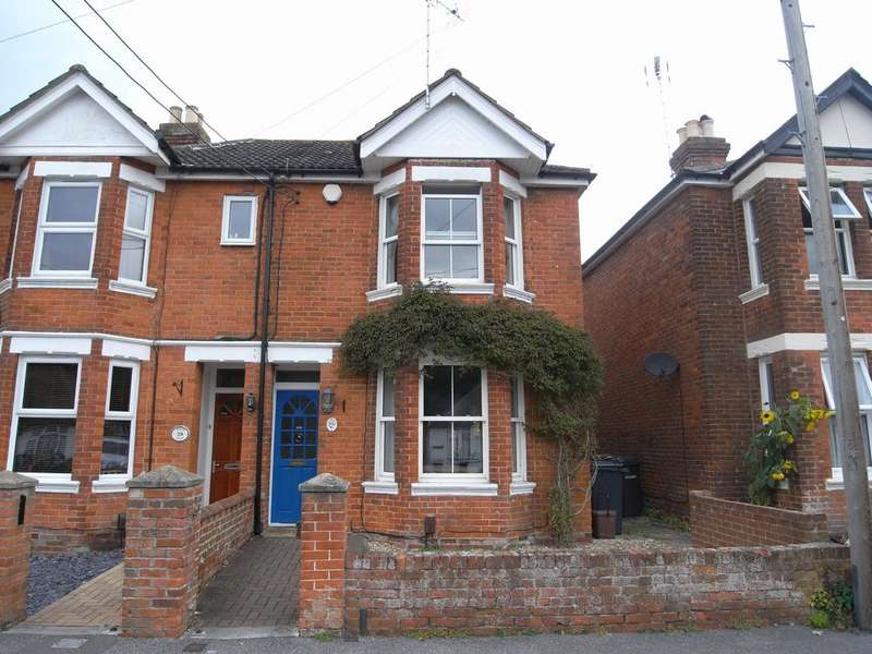 3 Bedrooms Semi Detached House for rent in Mead Road, Chandler's Ford