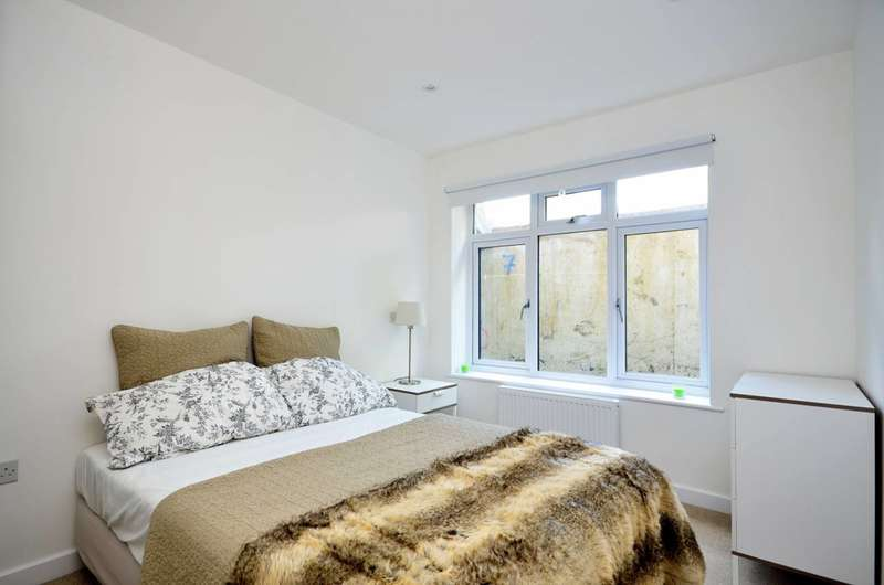2 Bedrooms Maisonette Flat for sale in Upper Tulse Hill, Brixton, SW2