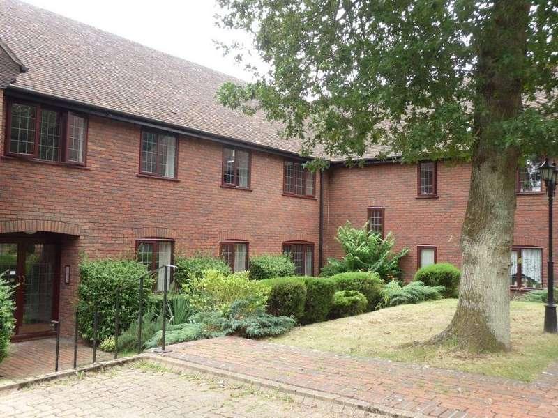 3 Bedrooms Apartment Flat for rent in Greenhill Road, Farnham, GU9