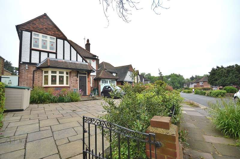 4 Bedrooms Detached House for sale in Parkway , Southgate, London. N14