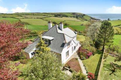 4 Bedrooms Detached House for sale in Killigarth, Looe, Cornwall