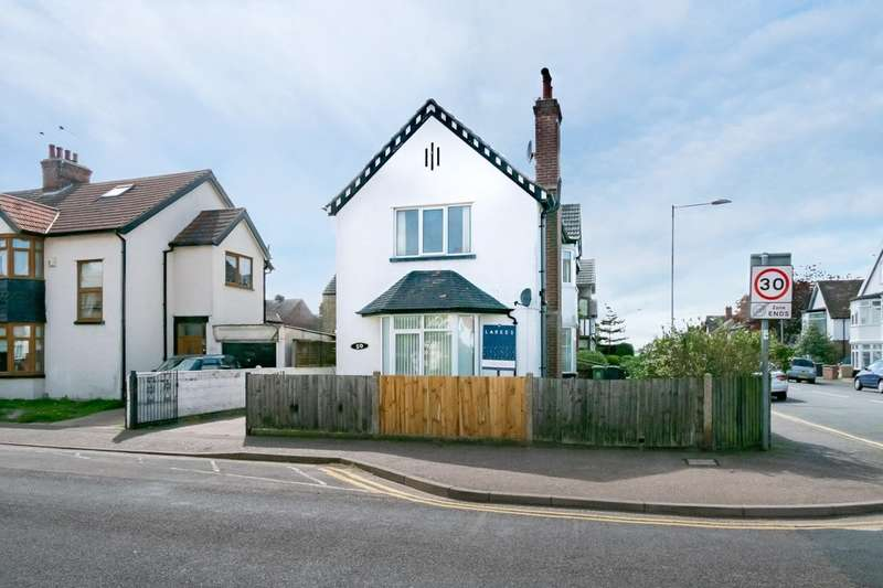 3 Bedrooms Detached House for sale in North Denes Road, Great Yarmouth
