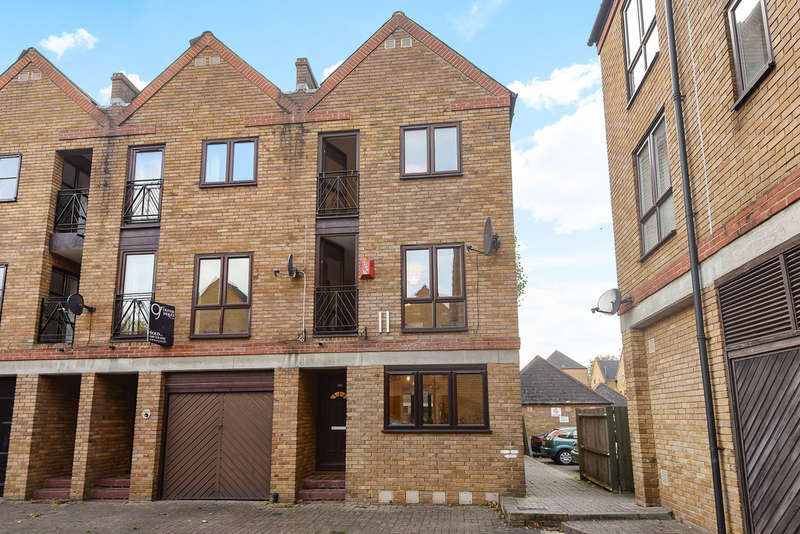 3 Bedrooms End Of Terrace House for sale in Brunswick Quay, Surrey Quays