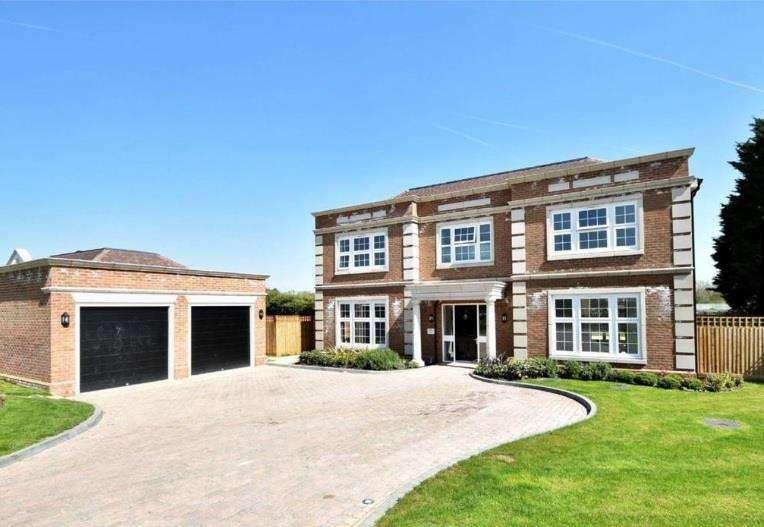 5 Bedrooms Detached House for sale in Halstead Grange, Goffs Oak