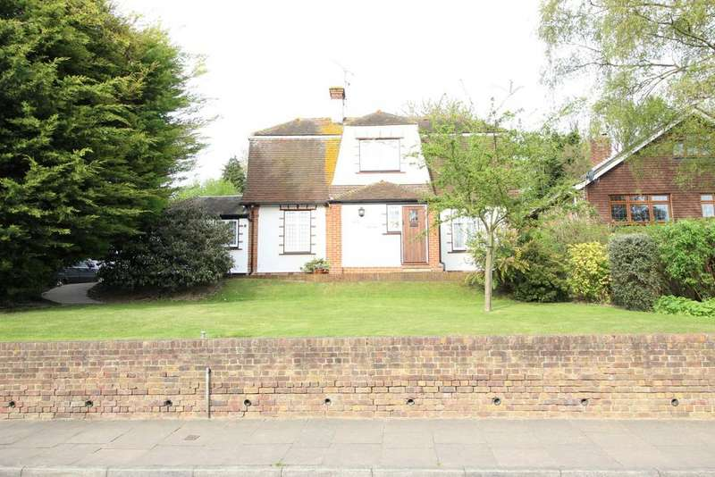 4 Bedrooms Detached House for sale in Downs Road, Istead Rise DA13