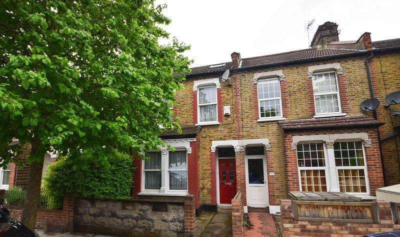 3 Bedrooms Terraced House for sale in Clarendon Road