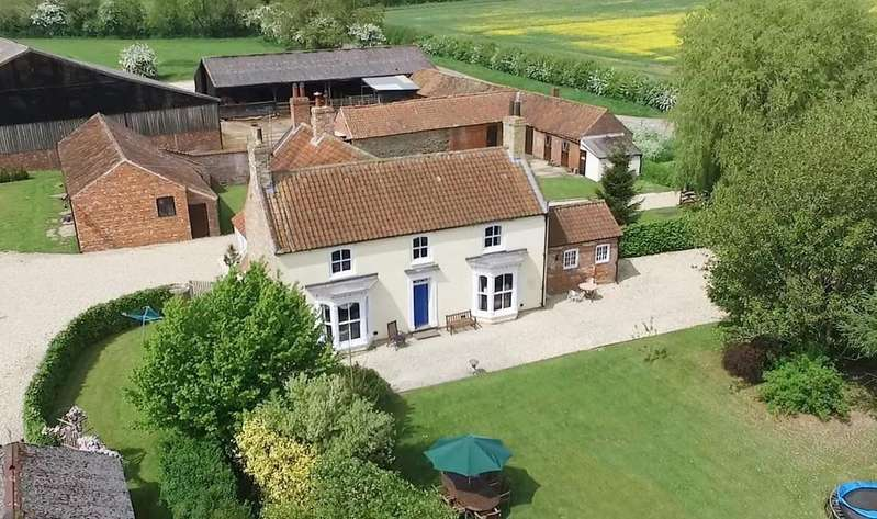 6 Bedrooms Farm House Character Property for sale in Manor Farmhouse, Asterby Lane, Lincolnshire Wolds, Goulceby, LN11 9UD