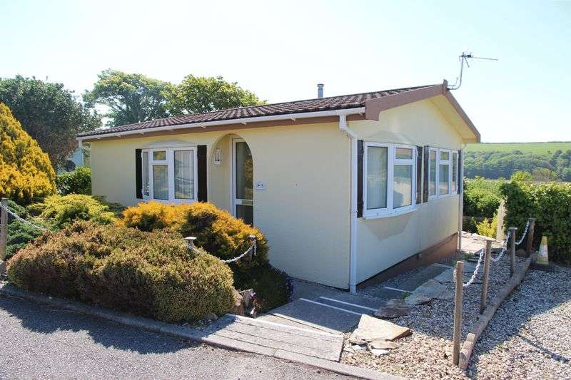 2 Bedrooms Property for sale in Tregunnel Park, Newquay