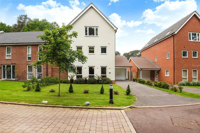 4 Bedrooms Detached House for sale in Hurricane Gate, The Parks, Bracknell, Berkshire, RG12