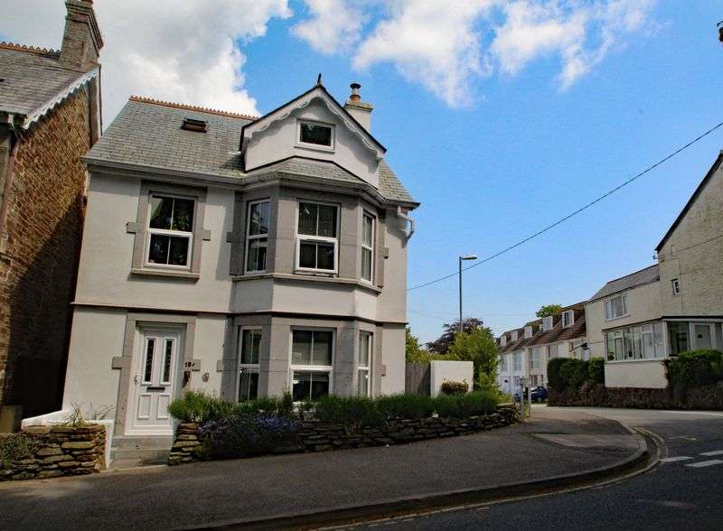 3 Bedrooms Property for sale in Station Road, St. Columb