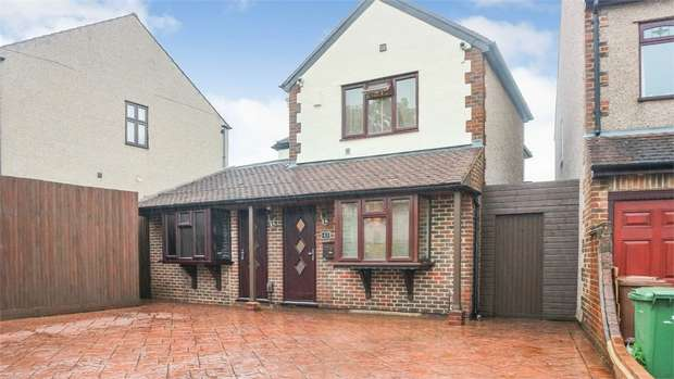 4 Bedrooms Detached House for sale in Longlands Park Crescent, Sidcup, Kent