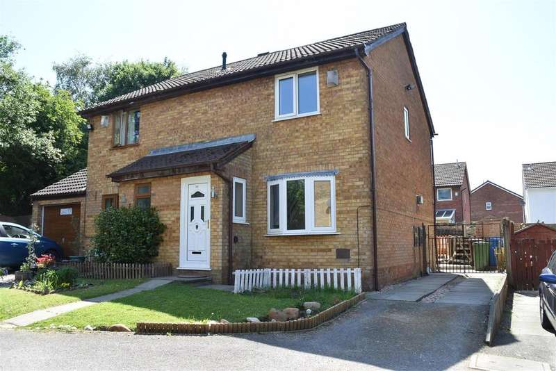 3 Bedrooms Semi Detached House for sale in The Oaks, Chorley
