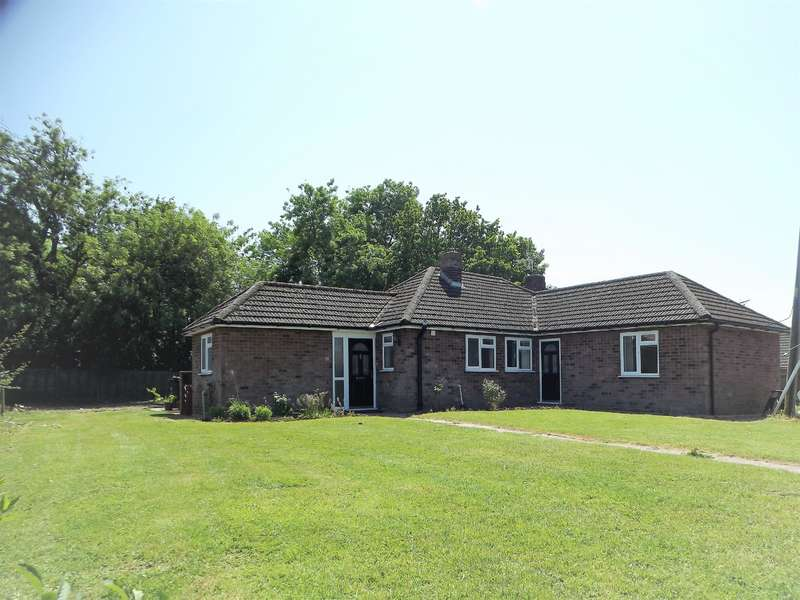 3 Bedrooms Bungalow for sale in Fen Road, Timberland, Lincoln, LN4 3SD