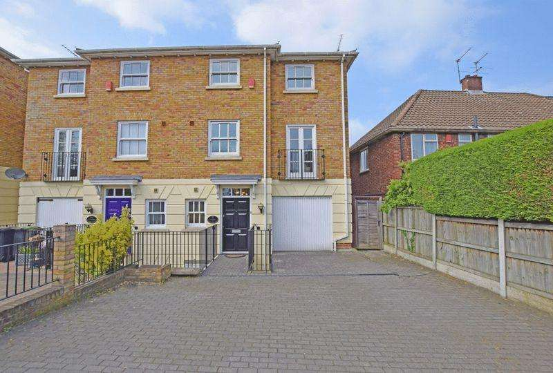 4 Bedrooms Town House for sale in Palmerston Road, Buckhurst Hill