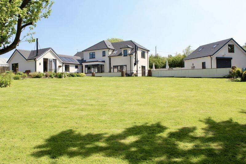 5 Bedrooms Detached House for sale in Newmarket Road, Dyserth