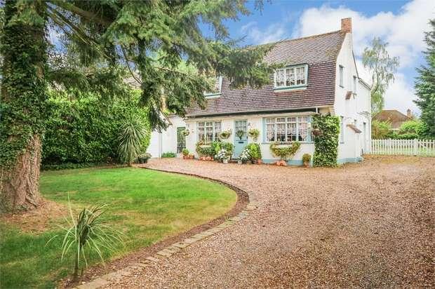 4 Bedrooms Detached House for sale in Joiners Lane, Chalfont St Peter, Gerrards Cross, Buckinghamshire