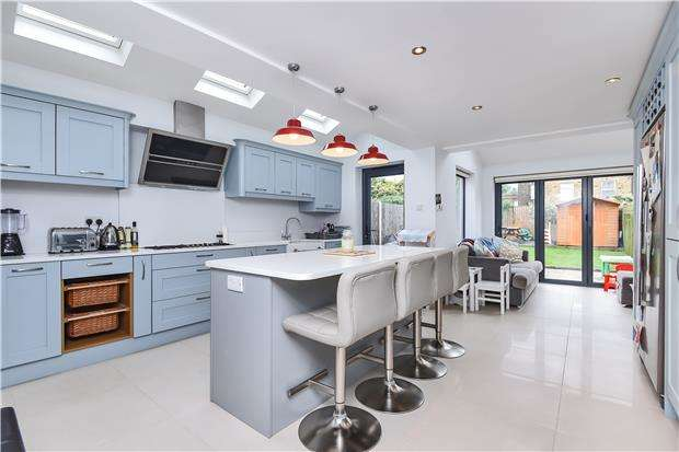 3 Bedrooms End Of Terrace House for sale in Colmer Road, LONDON, SW16