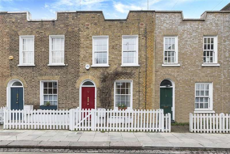 3 Bedrooms Terraced House for sale in Clarence Way, London