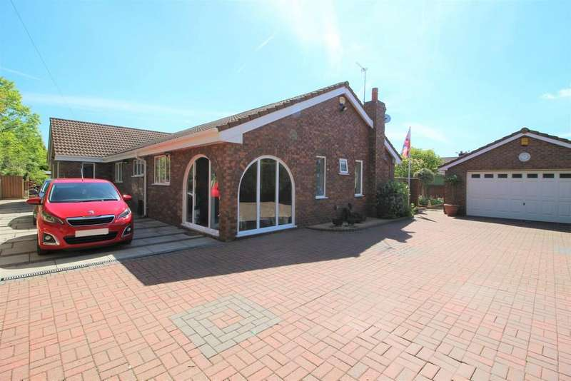 4 Bedrooms Detached Bungalow for sale in Coldalhurst Lane, Tyldesley, Manchester