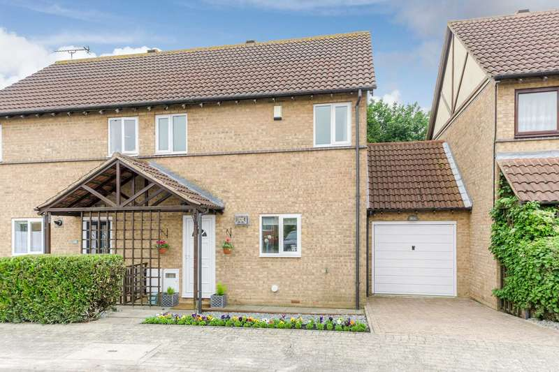 3 Bedrooms Semi Detached House for sale in Kempton Gardens, Bletchley