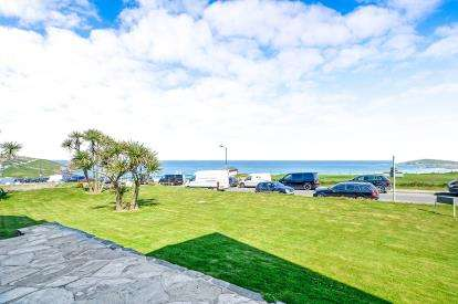 2 Bedrooms Flat for sale in Esplanade Road, Pentire, Newquay