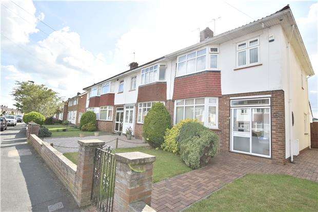3 Bedrooms End Of Terrace House for sale in Samuel White Road, Hanham, BS15 3LZ